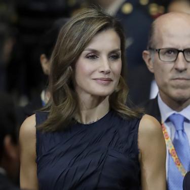 Doña Letizia repite look azul marino y sigue triunfando en su viaje por México