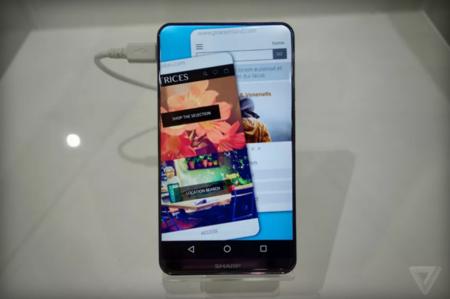 Sharp marca el futuro de las pantallas de los smartphones con un panel LCD de bordes curvos