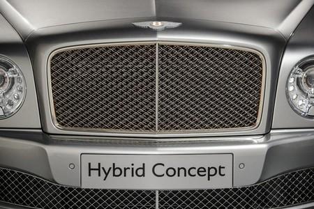 Bentley lanzará primero un modelo híbrido enchufable, luego uno diesel
