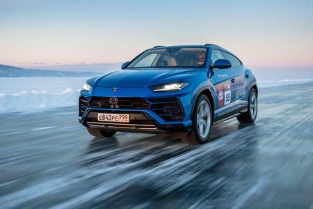 Lamborghini Urus se va a los extremos, impone récord de velocidad sobre un lago congelado en Rusia