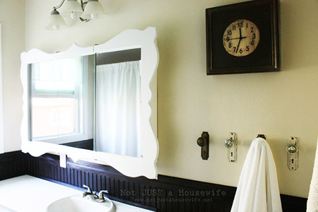 Una buena idea: pomos antiguos convertidos en toalleros