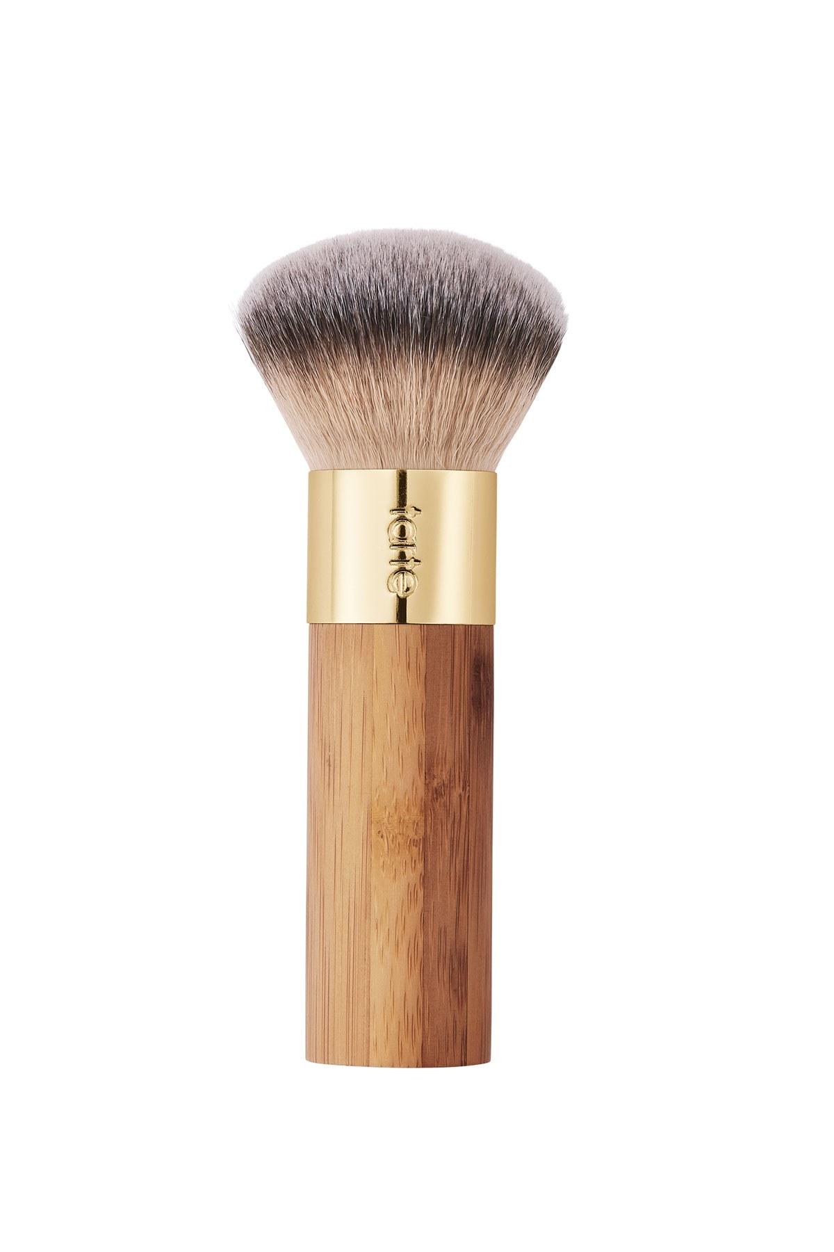 Brocha de maquillaje hecha con bambú sostenible de Tarte Cosmetics