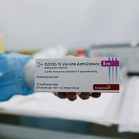 España también paraliza preventivamente las vacunaciones con AstraZeneca durante al menos 15 días: esto es lo que sabemos