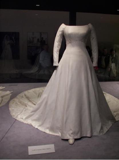eEscote barco vestido de novia Infanta Cristina