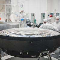 Así es la óptica fotográfica más grande desarrollada hasta la fecha (para la cámara de un telescopio con 3.2 gigapíxeles)