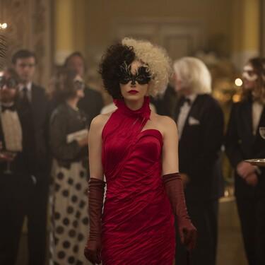 Emma Stone y Emma Thompson deslumbran con lookazos de impresión en 'Cruella', la última película de Disney