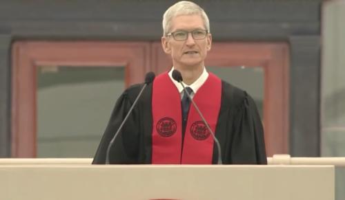 """Tim Cook en su discurso ante los alumnos del MIT: """"¿Cómo vais a servir a la humanidad?"""""""