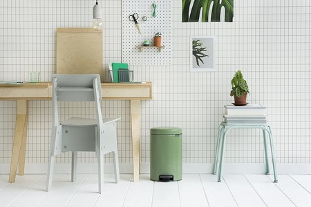 17 cubos de basura de diseño, para depositar en ellos todo lo desechable sin tocar con las manos