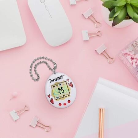 Dónde conseguir un tamagotchi como el de Rocío Flores para darle a tu vida el toque de nostalgia millennial que necesita