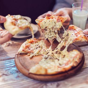 Pizza napolitana, griega, Chicago...: en qué se diferencian los ocho distintos estilos del plato italiano que conquistó al mundo
