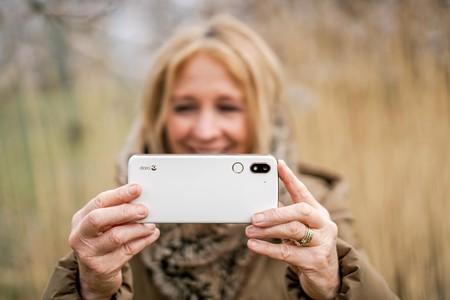 """El nuevo Doro 8080 lleva Android a las """"personas mayores activas"""" con 5,7 pulgadas y ratio 2:1"""