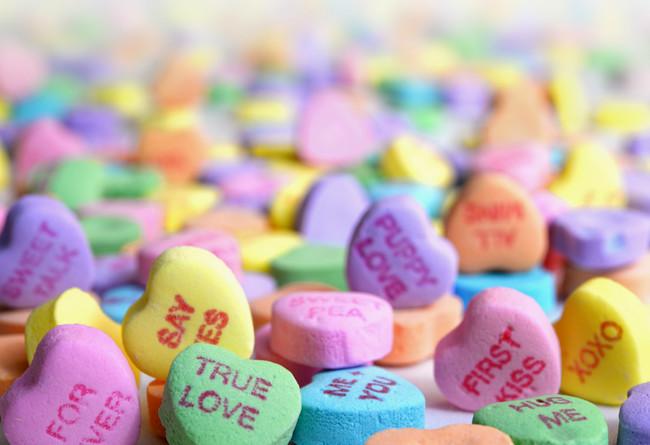 Un icono americano en peligro: la fábrica de los caramelos candy hearts echa el cierre sin preaviso