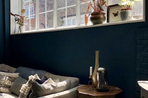 Vinilos, la solución para ganar privacidad en ventanales que parecen pantallas de cine para los vecinos