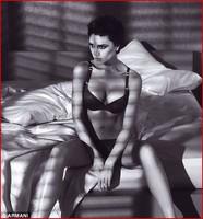 Victoria Beckham muestra sus encantos para Armani