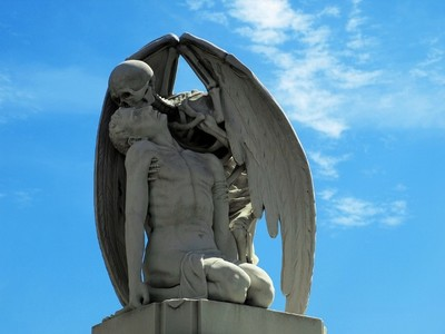 Necroturismo: la escultura del Beso de la Muerte