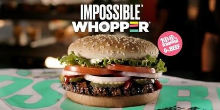 Burger King presenta un whopper que sabe a carne, huele a carne y sangra como la carne, pero es 100% vegetal