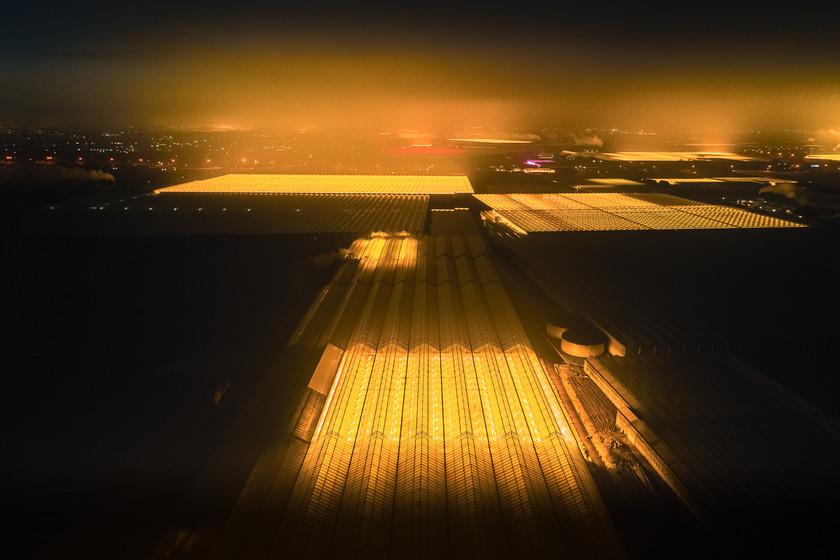 Invernaderos LED vistos desde el aire