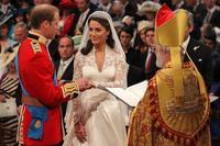 ¡Ay que ya tenemos más fotos de Guillermo recibiendo a Kate en el altar!