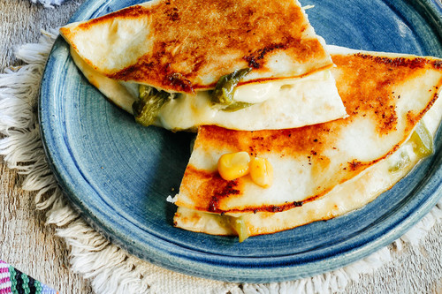 Quesadillas de rajas con crema y queso. Receta fácil de desayuno