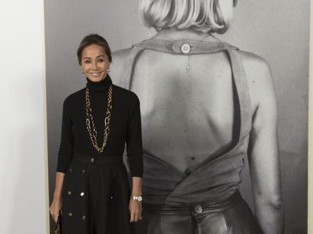 Isabel Preysler demuestra que el moderno y nuevo Loewe de J.W. Anderson también es para señoras elegantes