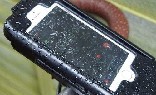 Seis fundas resistentes al agua para que tu iPhone salga intacto del verano