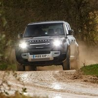 Jaguar Land Rover quiere acabar con los mareos en el coche con este software que 'enseña' al vehículo a conducir