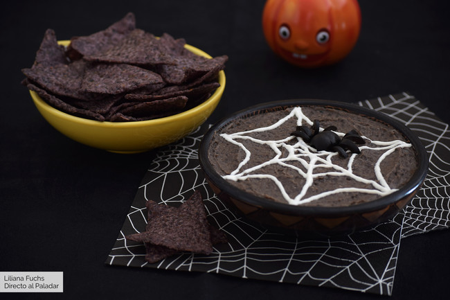 Hummus tenebroso de tela de araña: receta para un picoteo saludable de Halloween