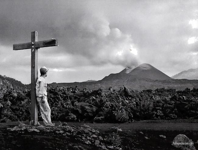 En La Cruz Volcan Paricutin Michoacan 1945
