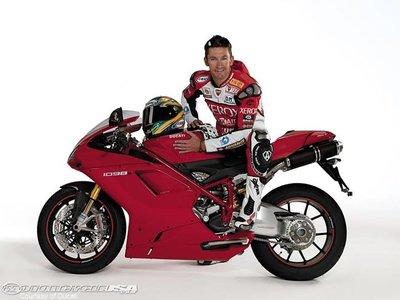 Troy Bayliss ya trabaja en la Ducati 2012 de Superbikes
