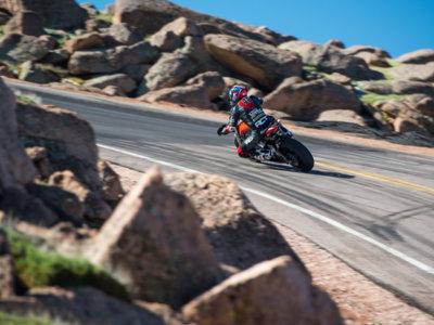 Las motos eléctricas piden paso: Victory repite la gesta del IOMTT con un podio en Pikes Peak