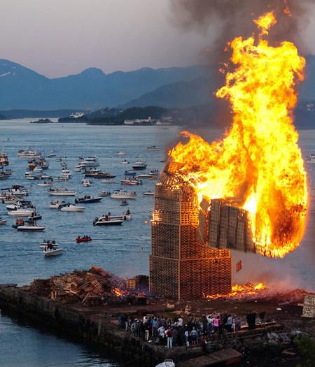 [Vídeo] Una gigantesca torre de madera...ardiendo
