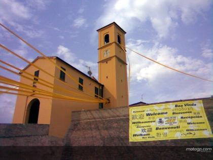 Tavullia se viste de amarillo en homenaje a Rossi