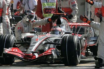Y ahora dicen que Alonso 'compra' a sus mecánicos
