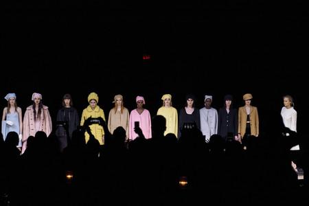 Marc Jacobs Otoño-Invierno 2020: un estallido de color en forma de vestidos y abrigos de aires sesenteros