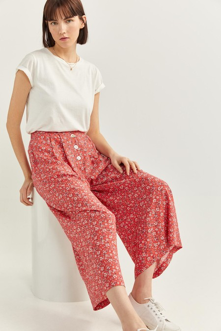 Pantalon Culotte Con Cierre De Botones En La Parte Delantera