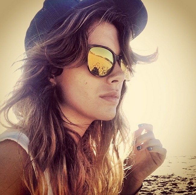 blanca suarez gafas espejadas playa