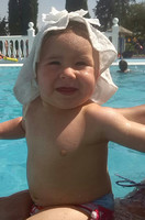 La foto de tu bebé: Carla de vacaciones en la piscina