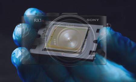 ¿Podría Sony anunciar hoy una RX1 que, por primera vez, llevara un sensor de imagen curvo?