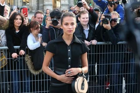 Alicia Vikander acapara el protagonismo en el 'front row' del desfile de Louis Vuitton