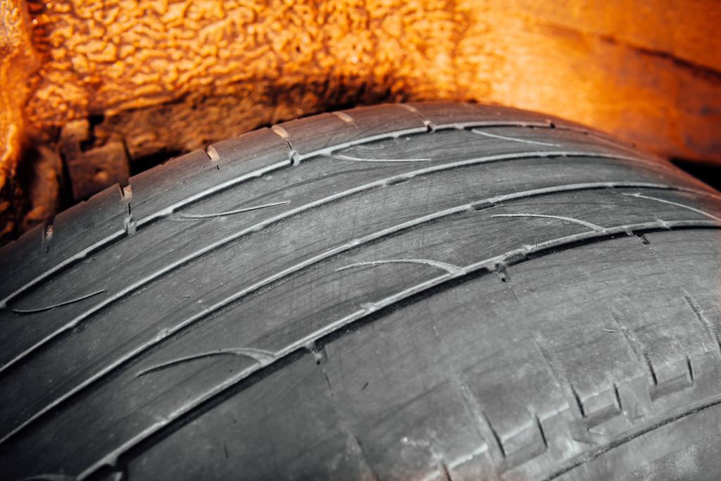 Neumático gastado