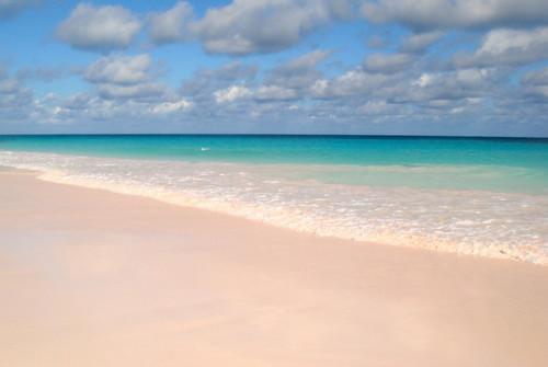 6 playas de arena rosa repartidas por el mundo