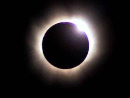 El reciente eclipse anular de Sol, en vídeo desde el espacio