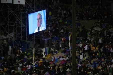 El Papa Francisco dice que Internet puede ofrecer mayores posibilidades de encuentro y de solidaridad y que es un don de Dios