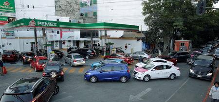 El gobierno de CDMX se plantea que cargues gasolina según el engomado de tu coche