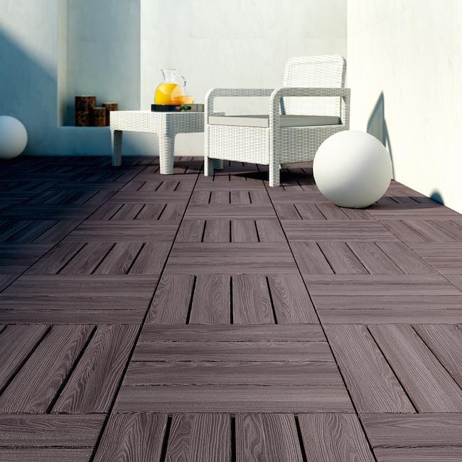 Texturas en el suelo un plan para modernizar la terraza for Suelos leroy merlin