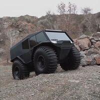 El Atlas ATV es una mole todorreno imparable por tierra, hielo o agua... ¡y con el motor de un Dacia Duster!