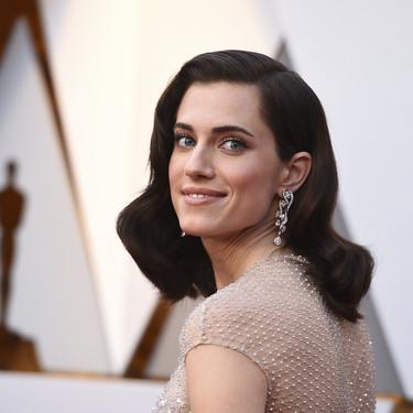 Oscars 2018: Allison Williams se mantiene fiel a su estilo vintage en la alfombra roja