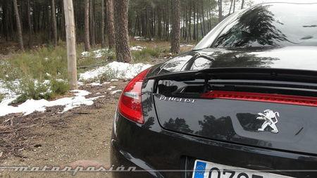 Peugeot RCZ 2013 2.0 HDi en carretera de montaña