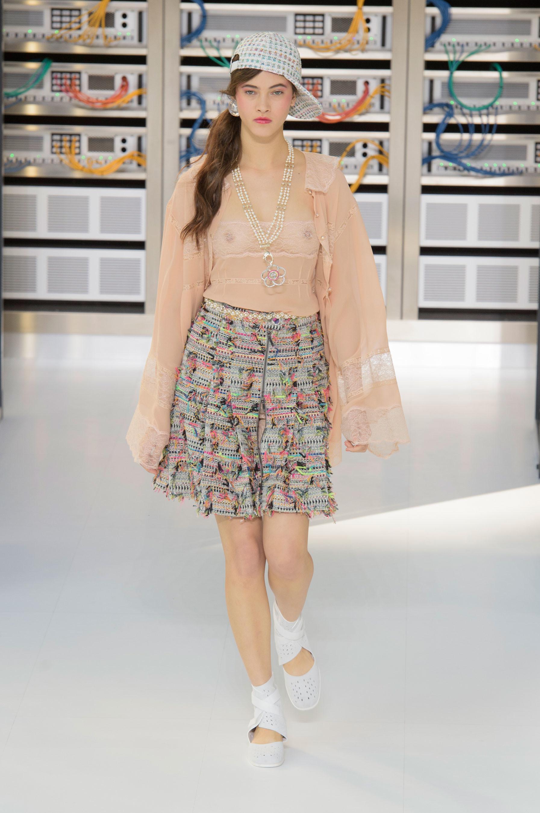 Foto de El regreso al futuro de Chanel en su colección Primavera-Verano 2017 (9/96)
