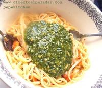 Pasta con albahaca, tomates secos y piñones. Receta